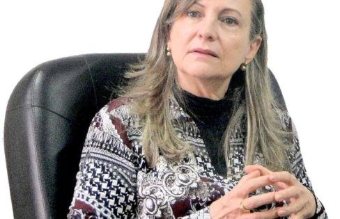 """Extra Classe: """"Deixamos de dever ao FMI para dever aos bancos"""", com Maria Lucia Fattorelli"""