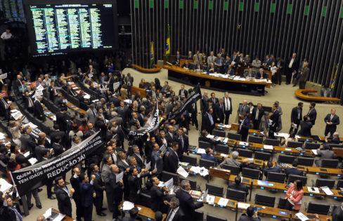 Câmara aprova perdão a banqueiros infratores – Rodrigo Avila
