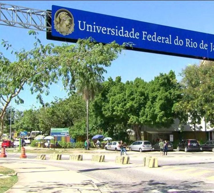 24 de outubro de 2014 – Debate na UFRJ sobre Dívida Pública -Curso Graduação de Defesa e Gestão Estratégica Internacional