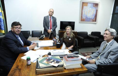 Fattorelli se reúne com vice-presidente da Câmara e condena PL 9248