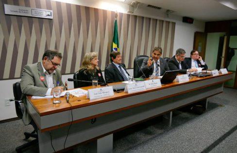 """Palestra """"Rumos da Economia"""" – Audiência Pública na CSF – Senado Federal – Brasília"""