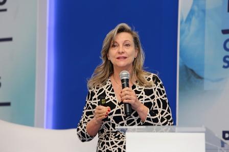 """Correio da Cidadania: """"O Brasil está parado, mas os bancos continuam lucrando"""", com Maria Lucia Fattorelli"""