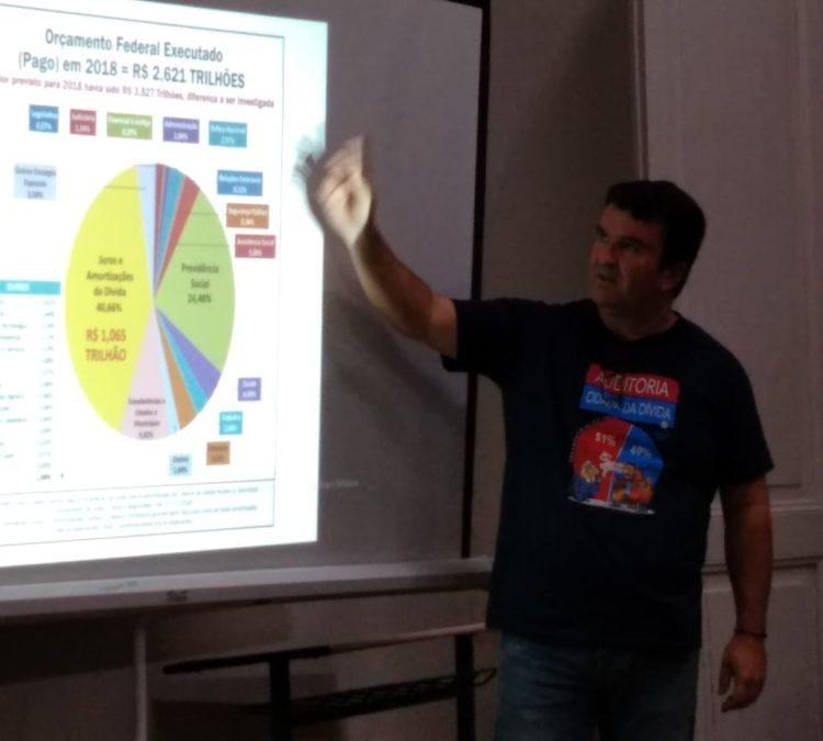 Núcleo Santa Catarina promove palestras em escolas para jovens e adultos