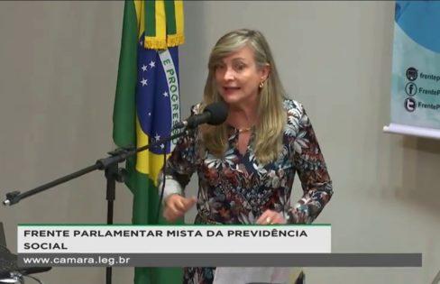 Fattorelli discursa durante lançamento da Frente Parlamentar em Defesa da Previdência Social