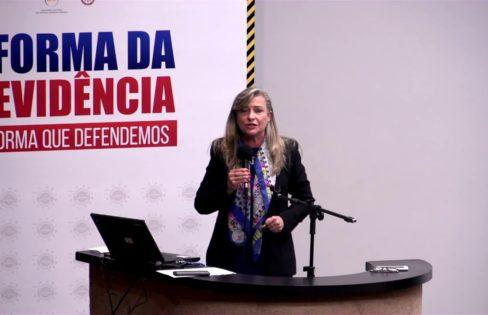 """""""""""Crise"""" foi produzida pela política monetária do Banco Central"""", afirma Fattorelli durante evento"""