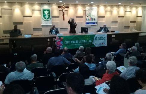 """Palestra: """"Reforma da Previdência, quem paga a conta?"""", M.L Fattorelli – Conversa de Justiça e Paz – CNBB"""