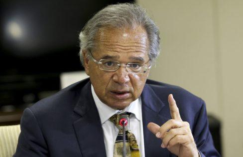 """Paulo Guedes declara que R$ 1 trilhão de """"economia"""" com a PEC 6 irá para os bancos"""