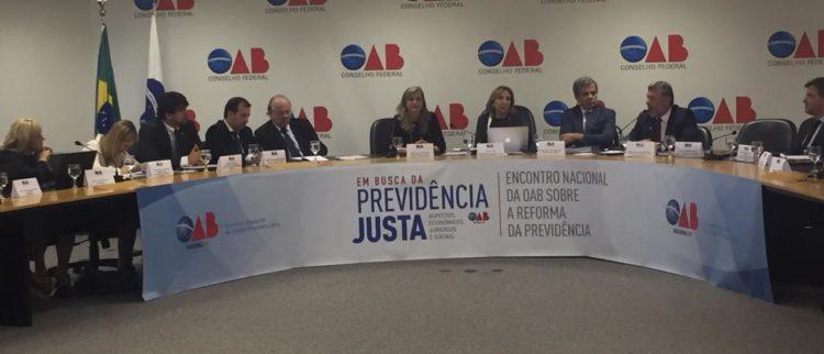 Durante encontro Nacional da OAB sobre a Reforma da Previdência Fattorelli questiona dados de representantes do governo