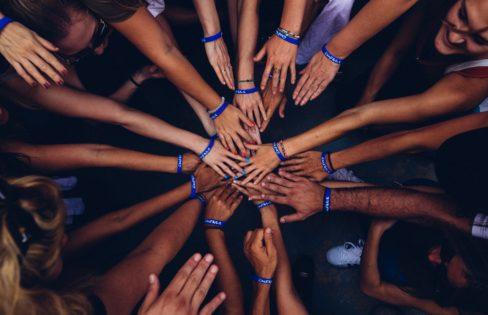 """Palestra: """"A importância da Auditoria Cidadã da Dívida na atual conjuntura e sua relação com a Auditoria Social"""" – M.L.Fattorelli – formação em Auditoria Social – Curitiba/PR"""