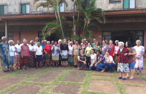 """Palestra: """"Análise de conjuntura e a Reforma da Previdência"""", M.L.Fattorelli – GRENI (Grupo de Religiosas Negras e Indígenas) – Brasília/DF"""