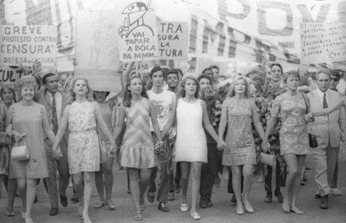 """DCM: """"Luta das mulheres é uma luta pela verdadeira democracia"""" – por Maria Lúcia Fattorelli"""